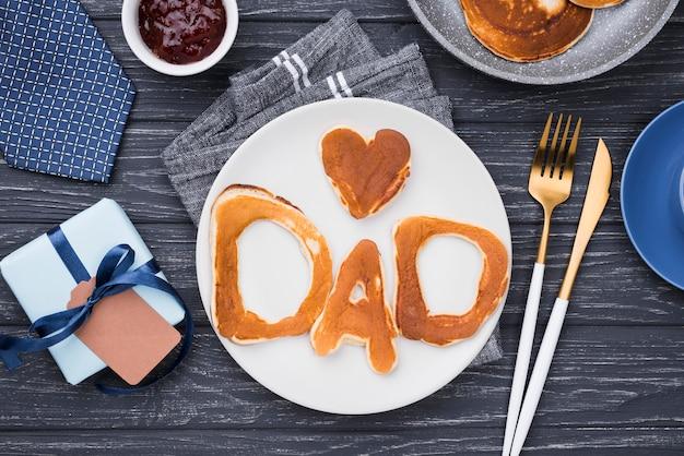 Letras de pan plano para el día y el corazón del padre