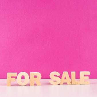 Letras de venta de madera de vista frontal