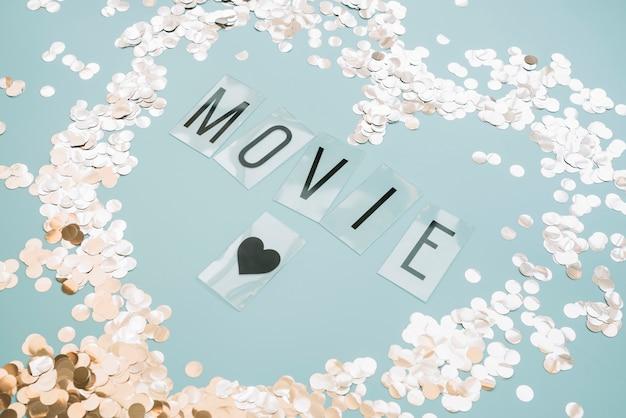 Letrero de película con confeti
