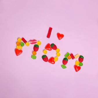 Lettering para el día de la madre hecho con gominolas