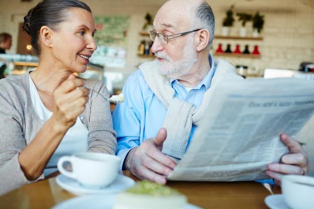 Leyendo el periódico