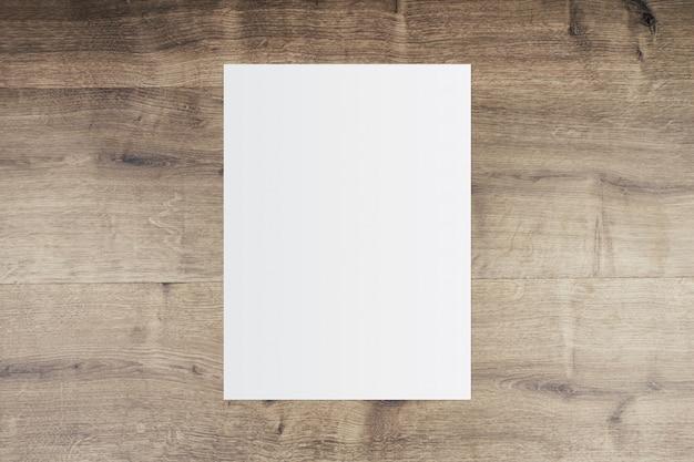 Libro blanco y espacio para texto sobre fondo de madera vieja
