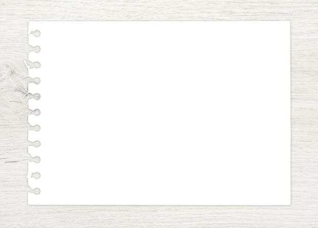 Libro blanco sobre madera para el fondo de arte y boceto.
