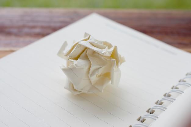 Libro blanco sobre textura de diseño de idea de cuaderno vacío