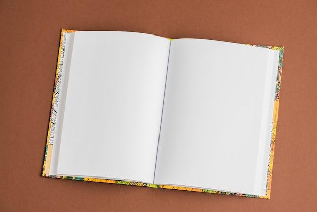 Plantilla De Portada De Libro Vertical En Blanco Con