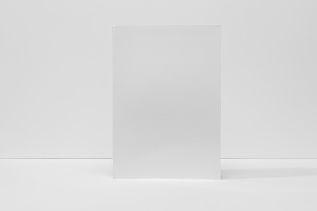 Libro de vista frontal con sombras