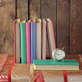 Libros. bodegón con libros y un despertador.
