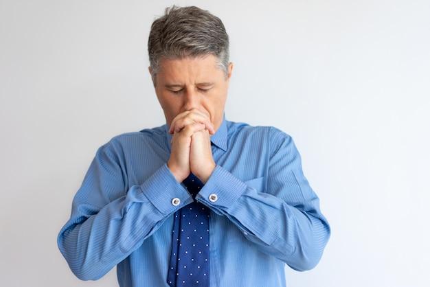 Líder empresarial estresado teniendo problemas