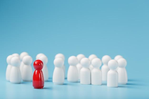 El líder en rojo lleva a un grupo de empleados blancos a la victoria, rrhh, reclutamiento de personal. el concepto de liderazgo.