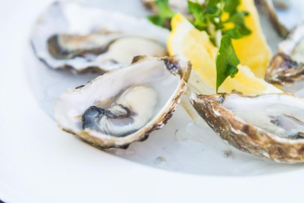 Limón placa cena de mariscos gourmet