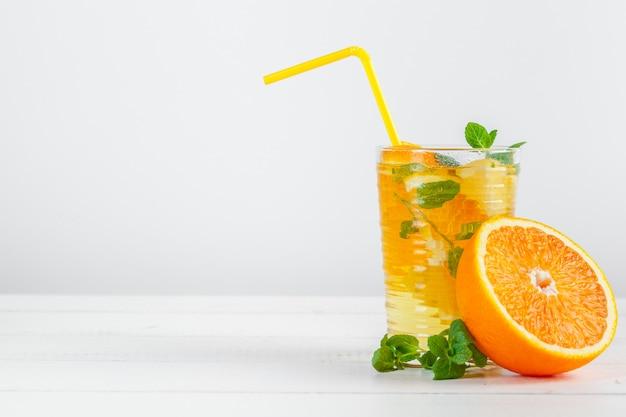 Limonada de cítricos con menta