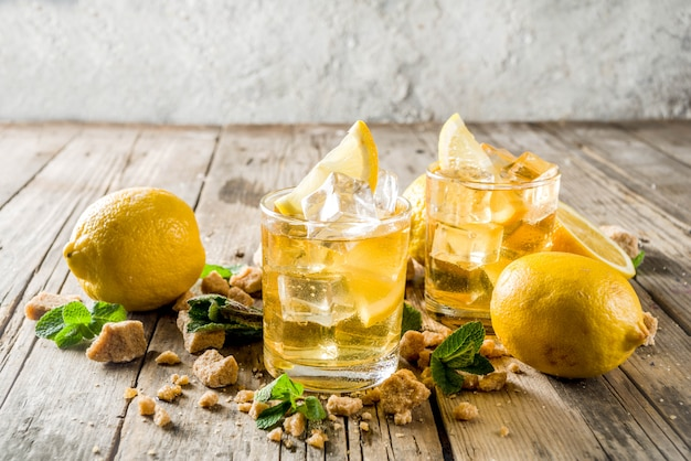 Limonada o té helado de verano