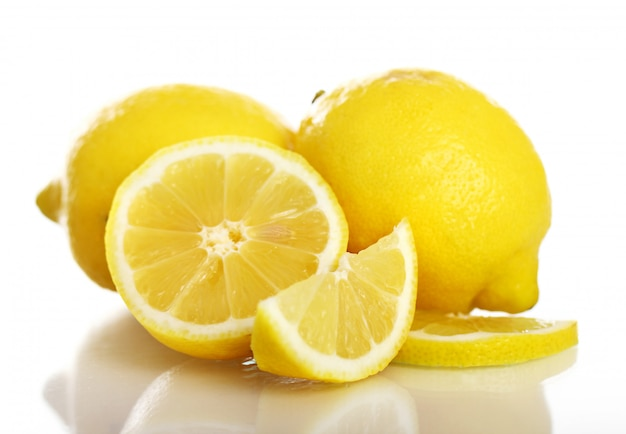 Limones amarillos frescos