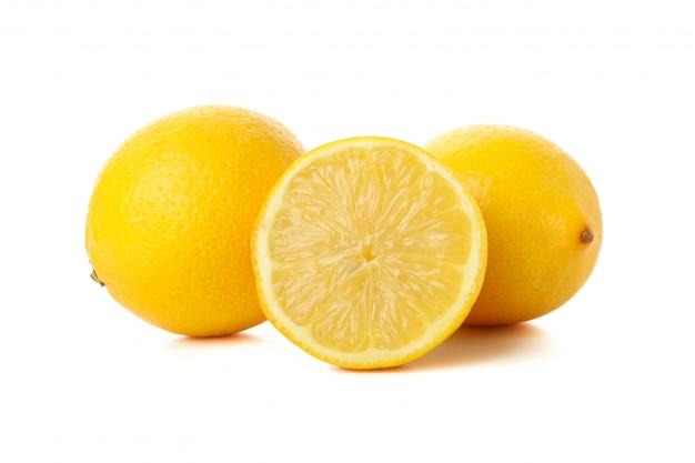 Limones frescos aislados. fruta madura