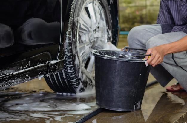 Limpiar las ruedas del carro