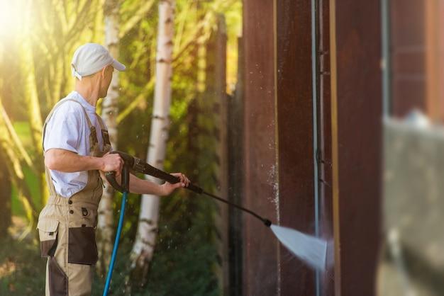 Limpieza del agua de la puerta del garage