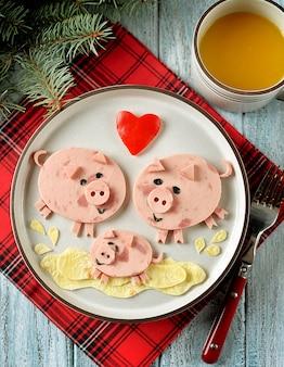 Linda idea de arte de comida de familia de cerdos para el desayuno de los niños.