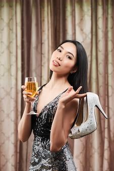 Linda mujer en fiesta