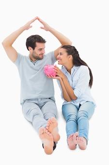 Linda pareja considerando una hipoteca