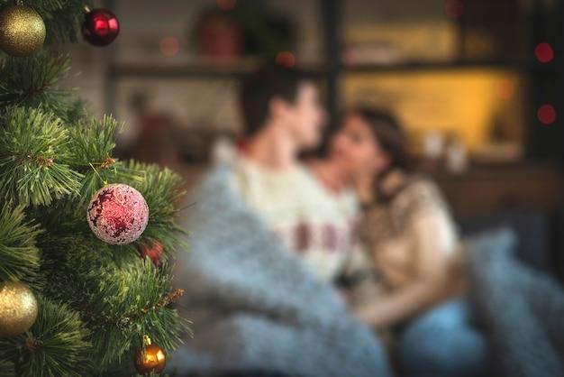 Linda pareja de navidad escalofriante