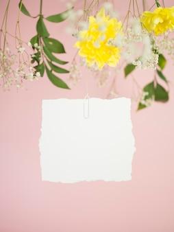 Linda vista frontal de la tarjeta de boda