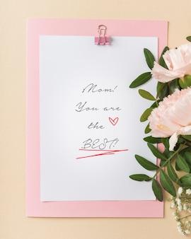 Linda vista superior de la tarjeta del día de la madre