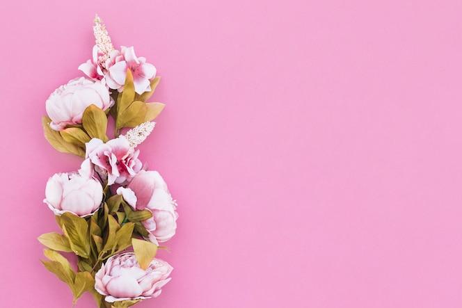 Lindas flores planas en colores de fondo