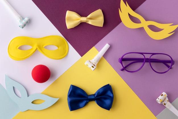 Lindas máscaras de carnaval y otros accesorios.