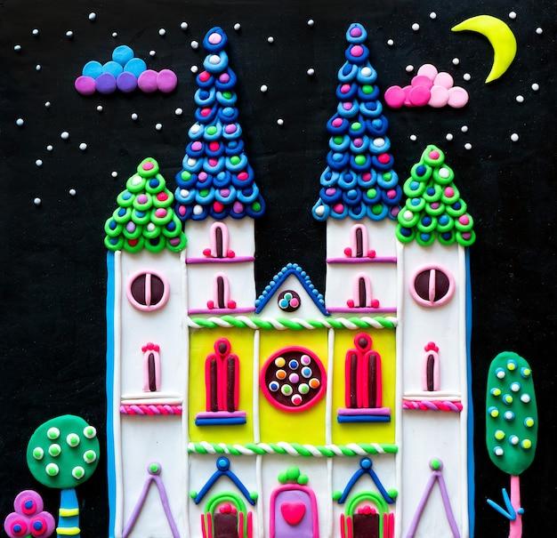 Lindo castillo de princesa de plastilina para un libro de imágenes para niños