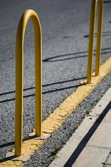 Línea de la carretera con baranda