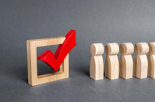 Línea de cola de personas y marca roja para votar el concepto de elecciones democráticas encuesta de referéndum