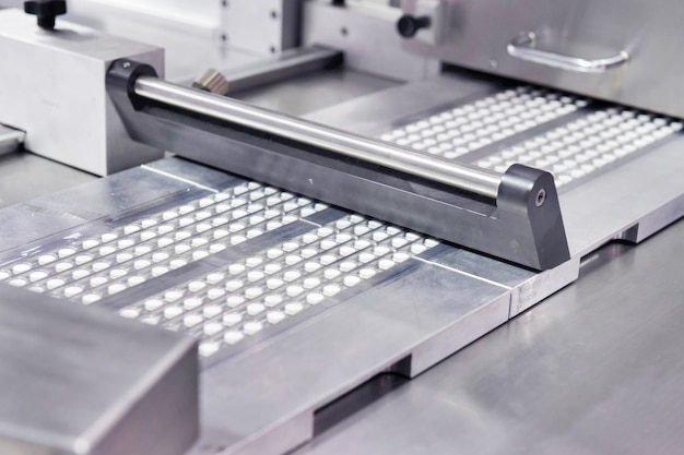 Línea de producción de píldoras de tabletas de medicina blanca farmacéutica