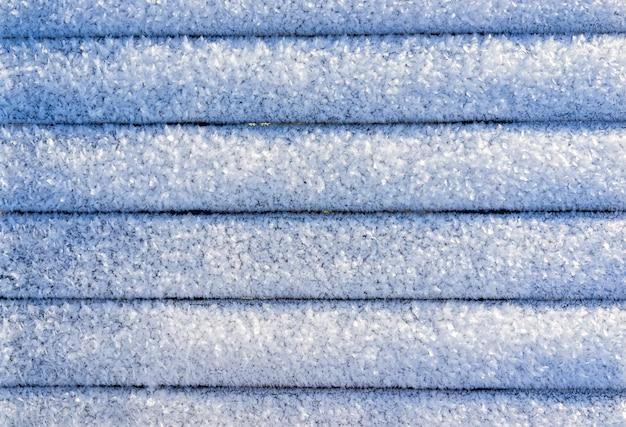 Líneas de diseño de nieve en fondo frío de invierno