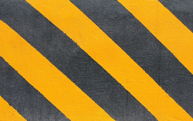 Líneas de peligro negras y amarillas con efectos grunge.