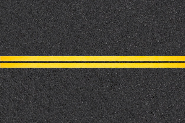 Líneas de tráfico en fondo de carreteras asfaltadas.
