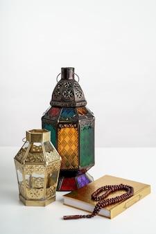 Linterna árabe en blanco
