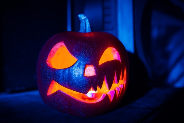 Linterna de calabaza de halloween jack en la noche