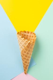 Linterna de diseño de cono de helado.