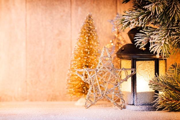 Linterna. luz de navidad, decoración navideña y escena.