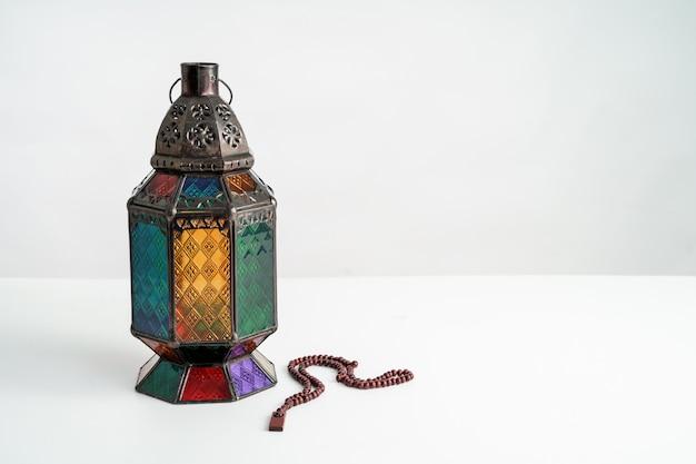 Linterna de ramadán en blanco