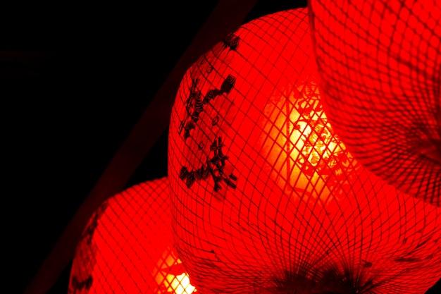 Linterna roja el símbolo de la suerte en la tradición china año nuevo chino