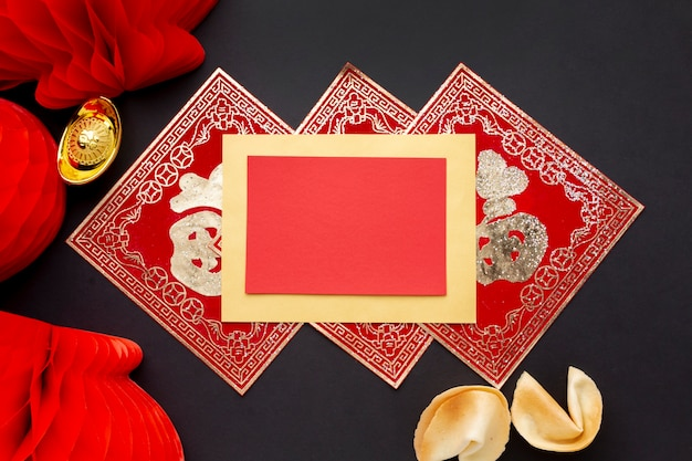Linternas y maqueta de tarjeta de año nuevo chino