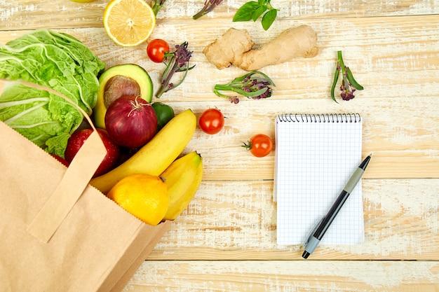 Lista de compras, libro de recetas, plan de dieta. concepto de tienda de comestibles.