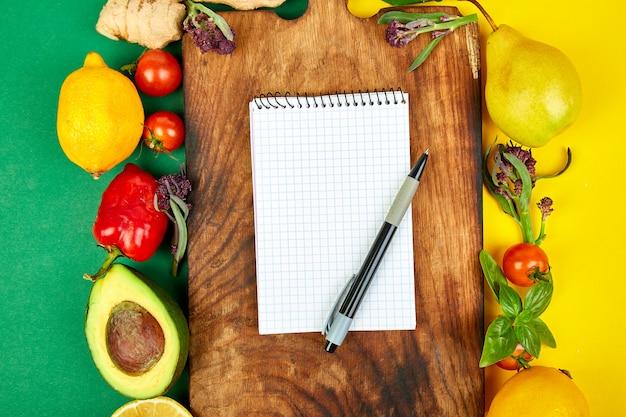 Lista de compras, libro de recetas, plan de dieta. dieta o comida vegana