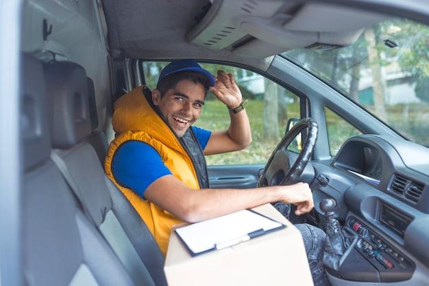 Lista de comprobación del hombre de entrega en furgoneta