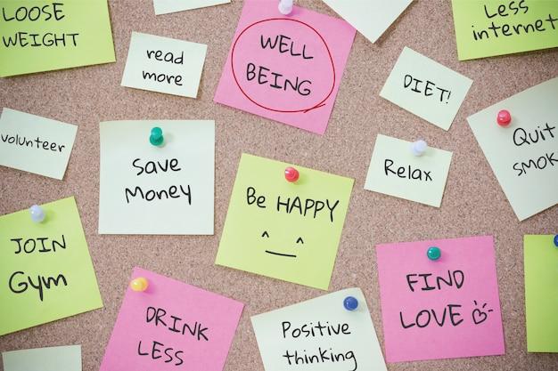 Lista de todo para el bienestar en la nota de post it. concepto de salud