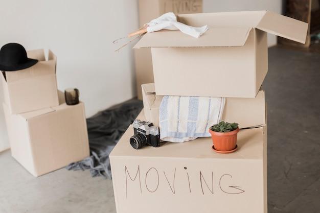 Listo para mover cajas de cartón