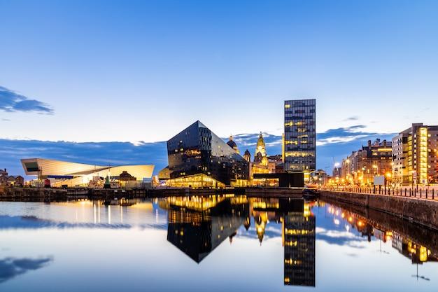 Liverpool skyline pier cabeza puesta de sol