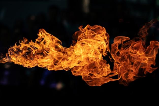 Llamas de fuego por explosión de gas.