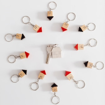 Las llaves de la casa en figurillas pequeñas